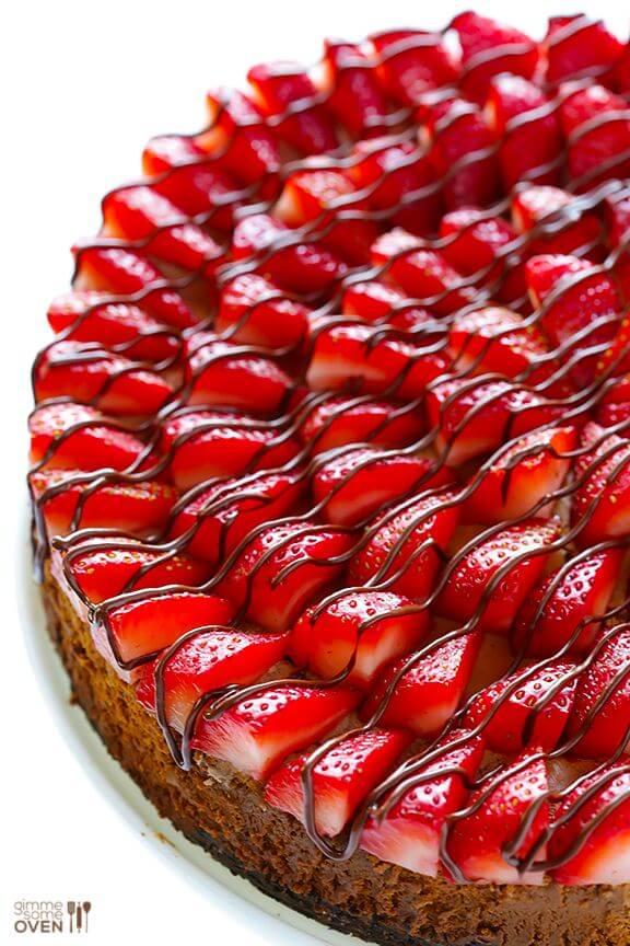 Strawberry Nutella Cheesecake | gimmesomeoven.com