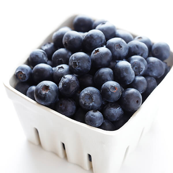 Blueberry Muffin Smoothie Recipe -- made with fresh and healthy ingredients, and inspired by the flavors in a blueberry muffin! | gimmesomeoven.com