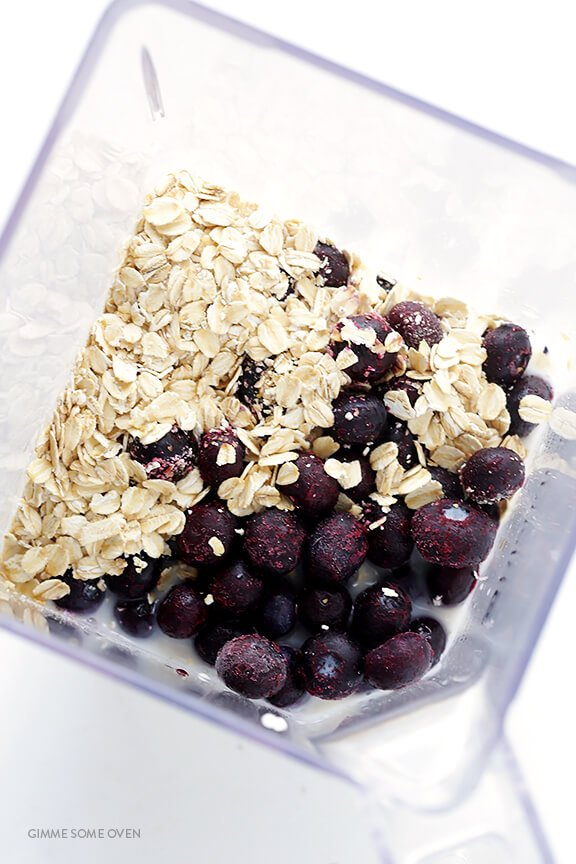 Blueberry Muffin Smoothie Recipe -- made with fresh and healthy ingredients, and inspired by the flavors in a blueberry muffin!   gimmesomeoven.com