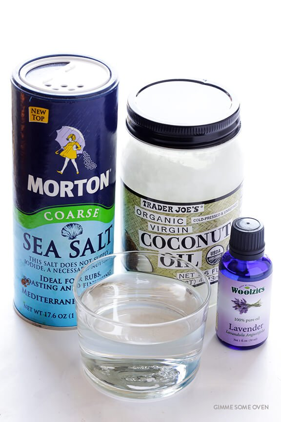 DIY Texturizing Sea Salt Spray -- all you need are 4 easy ingredients! | gimmesomeoven.com