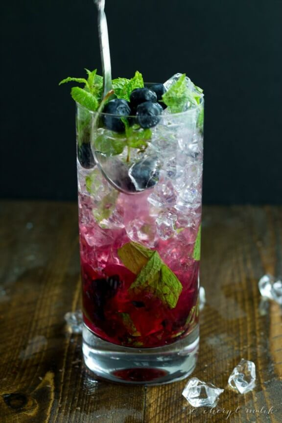 Blueberry Mojitos | 40aprons.com