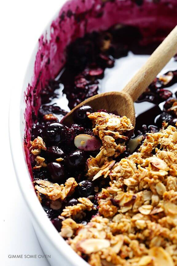 Easy Blueberry Crisp | gimmesomeoven.com