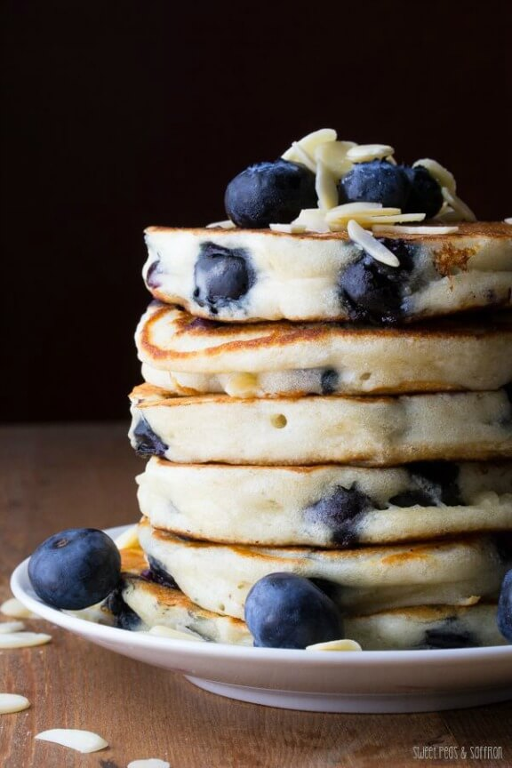 Extra Fluffy Blueberry Almond Pancakes | sweetpeasandsaffron.com