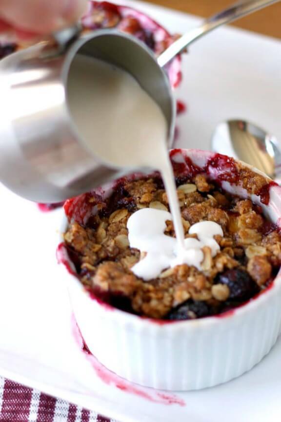 Nectarine Blueberry Crisp   julieseatsandtreats.com