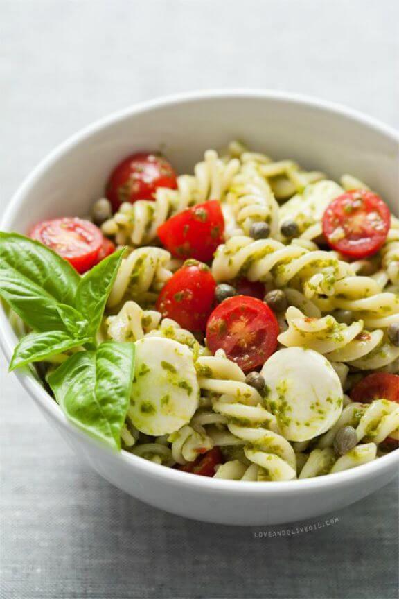 Caprese Pasta Salad | loveandoliveoil.com