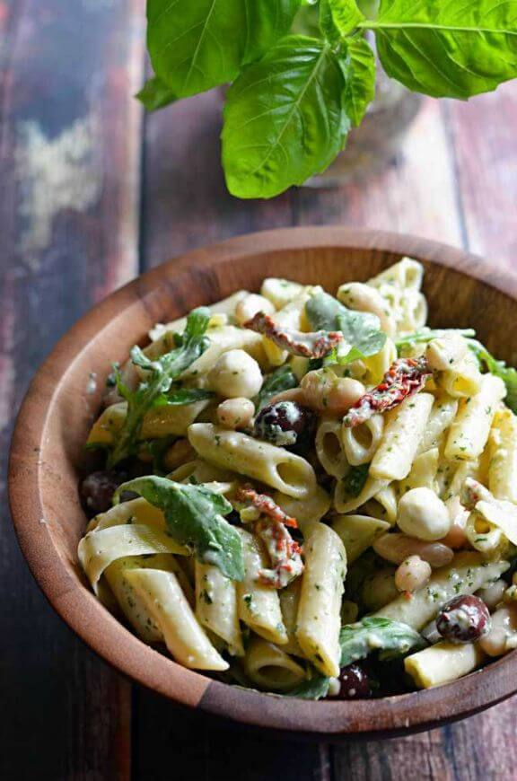 Creamy Pesto Pasta Salad | hostthetoast.com