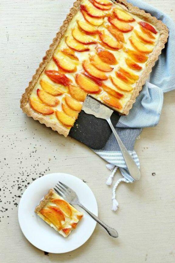Peaches and Cream Custard Tart | foodnessgracious.com