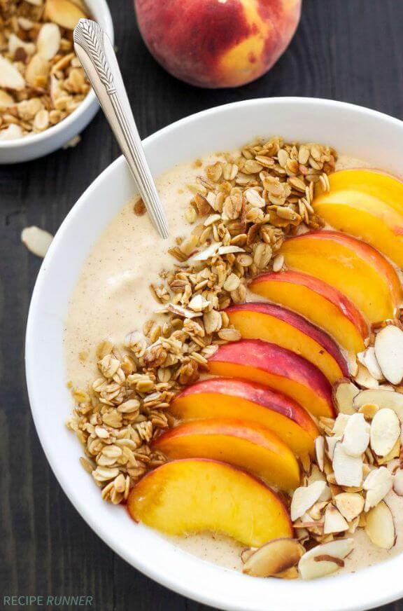 Peach Pie Smoothie Bowl | spoonfulofflavor.com