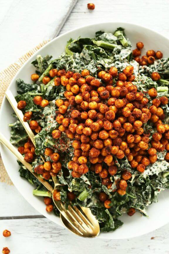 Garlicky Kale Salad with Crispy Chickpeas | minimalistbaker.com