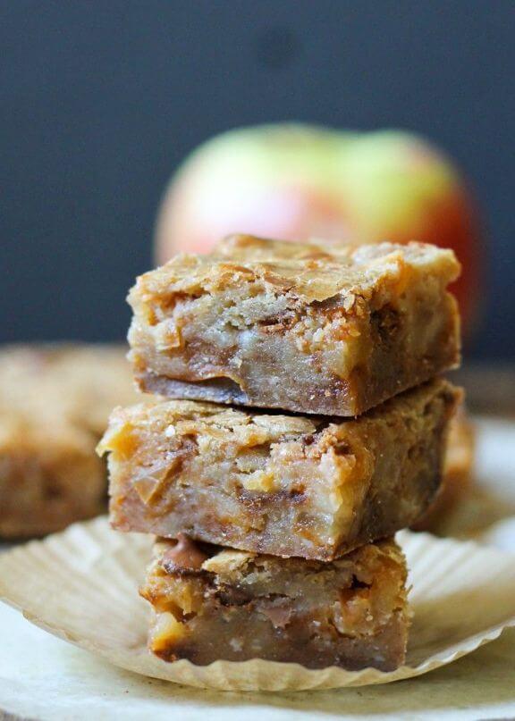 Apple Cinnamon Blondies | bakerita.com