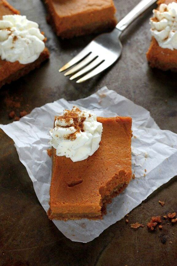Greek Yogurt Pumpkin Pie Bars | bakerbynature.com