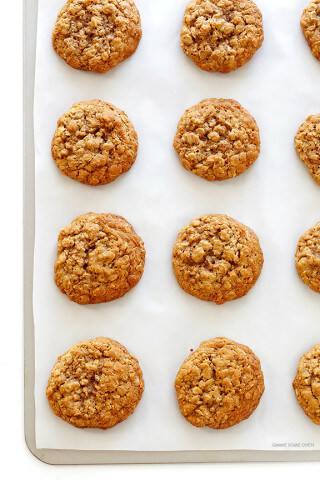 Whole Wheat Oatmeal Cookies Recipe -- soft, chewy, easy to make, and crazy delicious! | gimmesomeoven.com