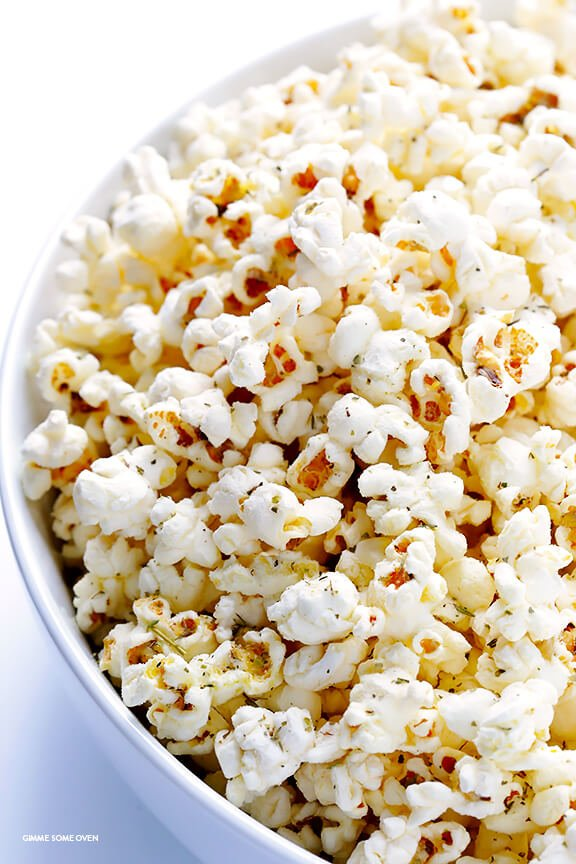 Olive Oil and Parmesan Popcorn -- easy to make with just a few ingredients, and so irresistibly good! | gimmesomeoven.com
