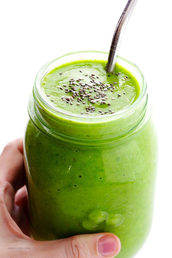 Post-Workout Green Smoothie Recipe -- packed with tasty and simple ingredients that will help boost your energy after (or before!) a good workout | gimmesomeoven.com