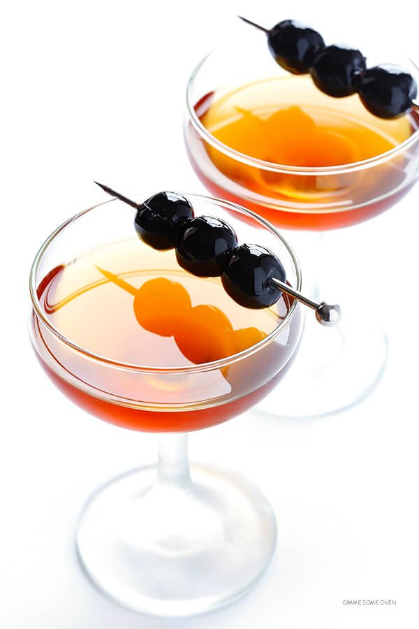 Manhattan Drink -- all you need are 3 ingredients to make a classic Manhattan cocktail | gimmesomeoven.com