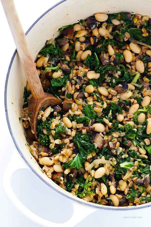Creamy Farro with White Beans and Kale -- easy to make, nice and hearty, and totally delicious | gimmesomeoven.com