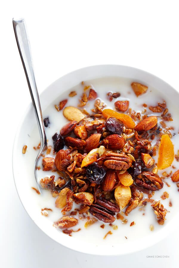 This Grain-Free Granola recipe is easy to make, full of great flavor, and it's naturally completely gluten- and grain-free (and can also be made vegan). | gimmesomeoven.com
