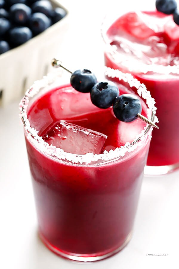 Blueberry Margaritas -- quick and easy to make, and sweetened with lots of delicious fresh blueberries! | gimmesomeoven.com