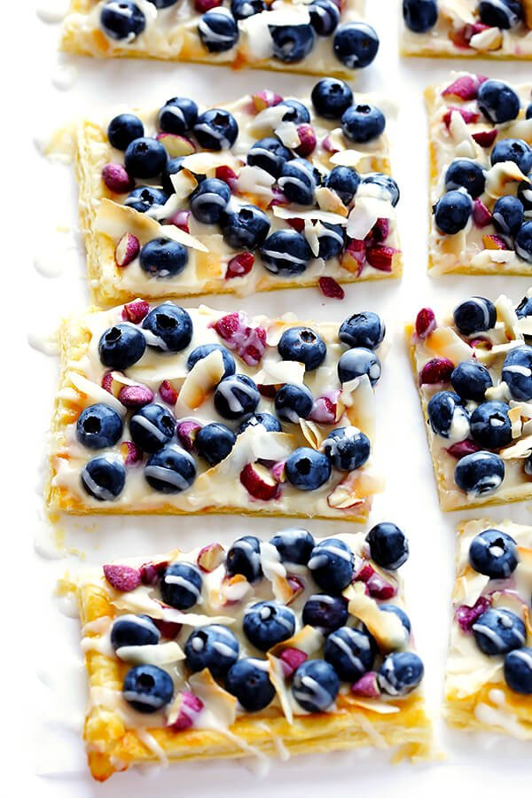 This Super-Easy Blueberry Almond Tart is surprisingly simple to make, easily to customize with your favorite fruits and toppings, and it's perfect for brunch or dessert anytime! | gimmesomeoven.com