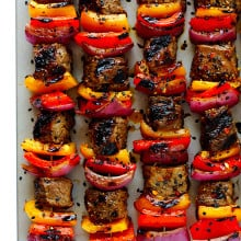 This Korean Steak Kabobs recipe is made with a super-easy, flavorful marinade, and grilled to perfection with your favorite vegetables. So delicious!! | gimmesomeoven.com