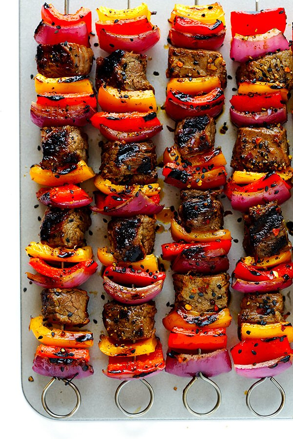This Korean Steak Kabobs recipe is made with a super-easy, flavorful marinade, and grilled to perfection with any vegetables you'd like. So flavorful and delicious!! | gimmesomeoven.com