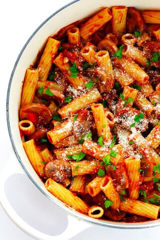 Rigatoni with Mushrooms, Rosemary and Parmesan -- this Italian comfort food is so simple to make, and soooo flavorful and delicious!   gimmesomeoven.com