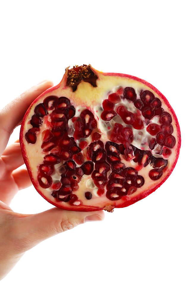 Check out these 2 easy methods for how to open and de-seed a pomegranate! | gimmesomeoven.com