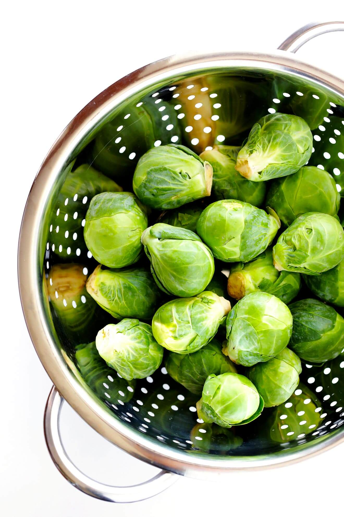 Learn how to cut Brussels sprouts 3 ways with this quick video tutorial! | gimmesomeoven.com