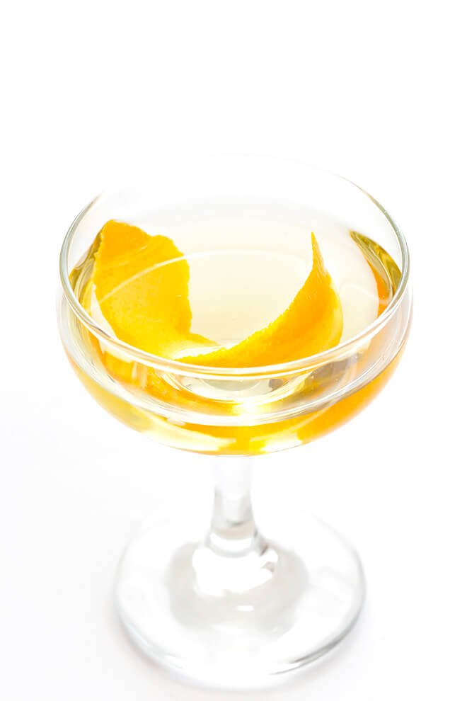 This easy cocktail is made with mezcal, Drambuie, orange bitters, jalapeno, and orange peel.  The perfect blend of smoky, spicy, citrusy, and slightly-sweet -- so good!! | gimmesomeoven.com