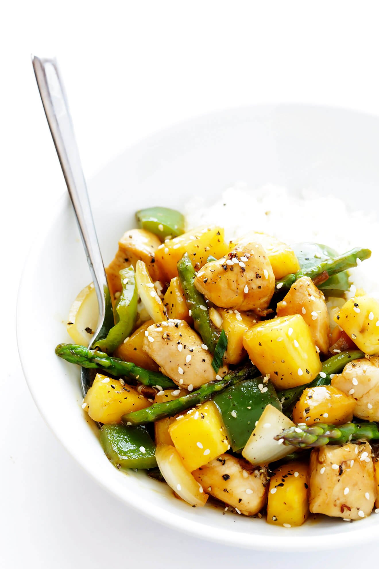 This Pineapple Ginger Chicken Stir-Fry takes about 20 minutes to make, and is full of the BEST fresh sweet and savory flavors. | gimmesomeoven.com