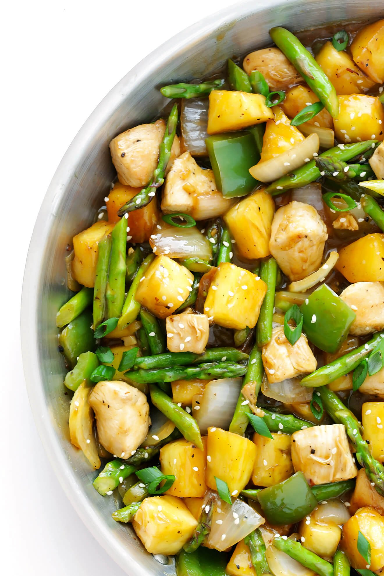 This 20-Minute Pineapple Ginger Chicken Stir-Fry is quick and easy to make, and so delicious!! | gimmesomeoven.com