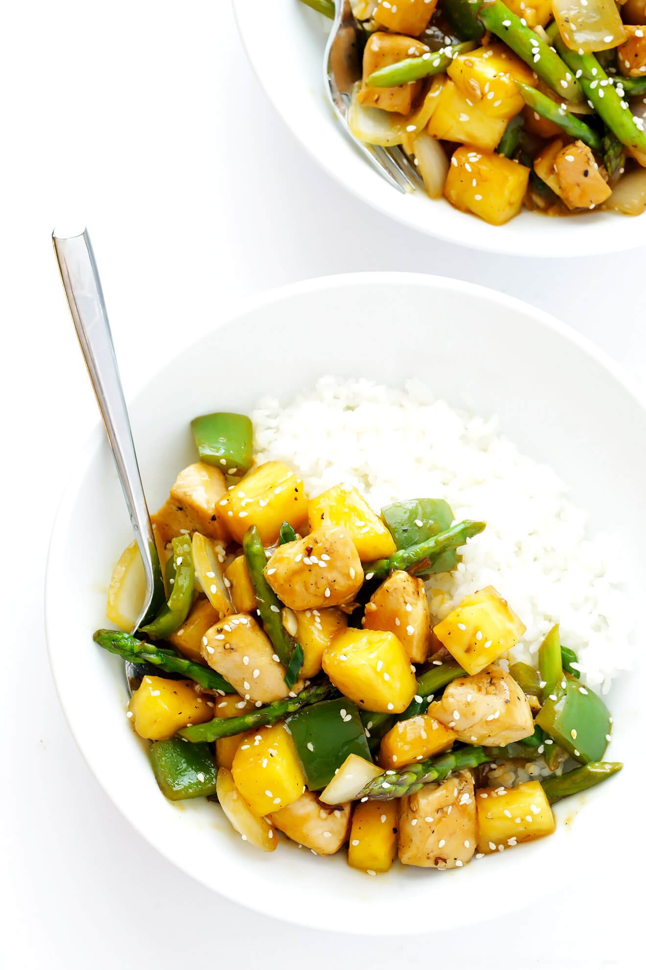This 20-Minute Pineapple Ginger Chicken Stir-Fry can be made with your favorite veggies, and it's so easy and delicious! | gimmesomeoven.com