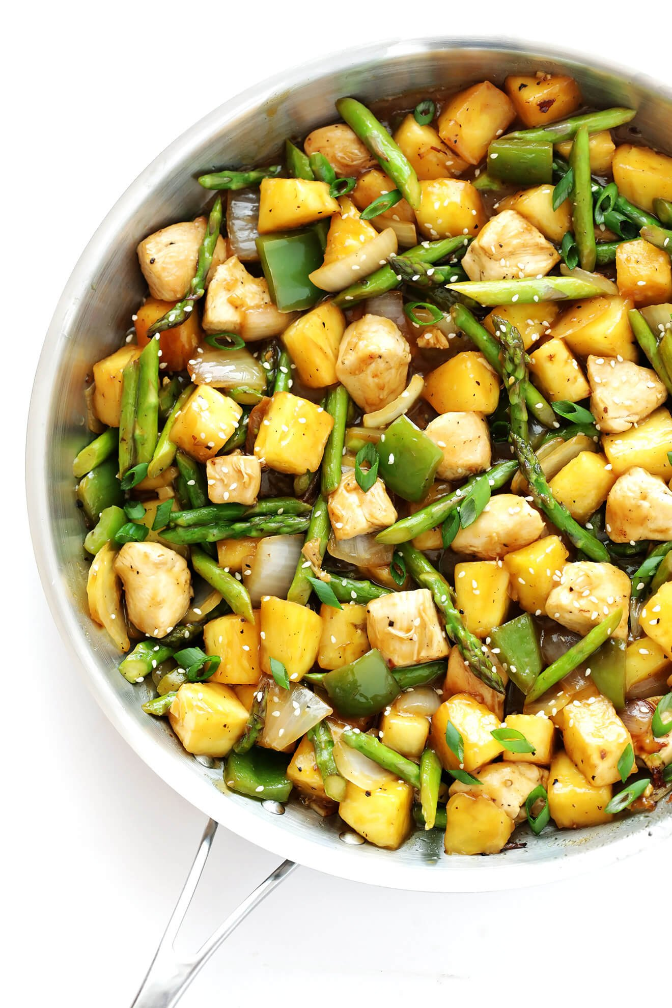 This delicious Pineapple Ginger Chicken Stir-Fry is totally delicious, and ready to go in about 20 minutes! | gimmesomeoven.com