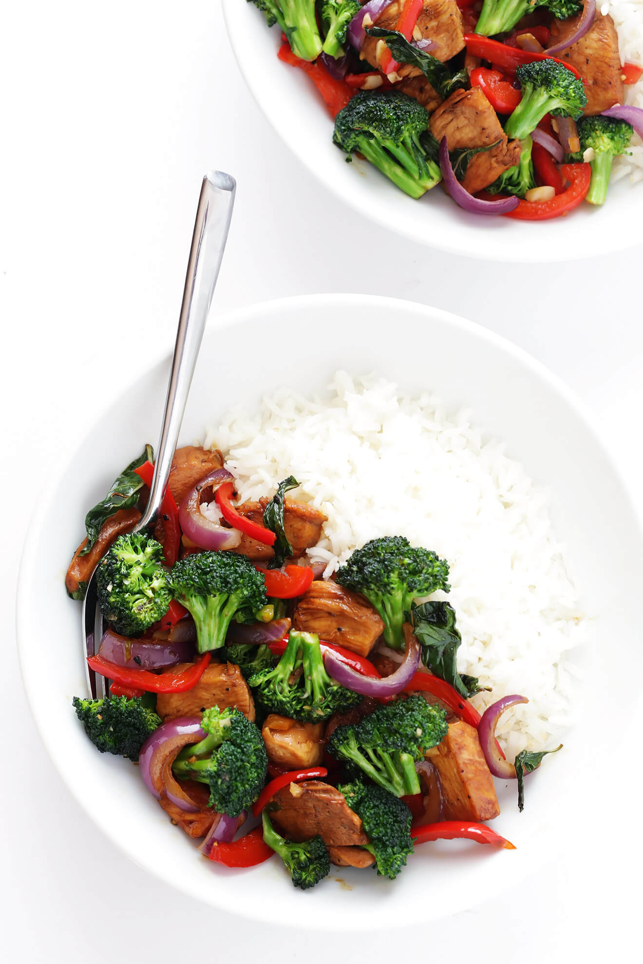 This 20-Minute Thai Basil Chicken recipe is quick and easy to make, and full of bold flavors and lots of fresh vegetables! | gimmesomeoven.com