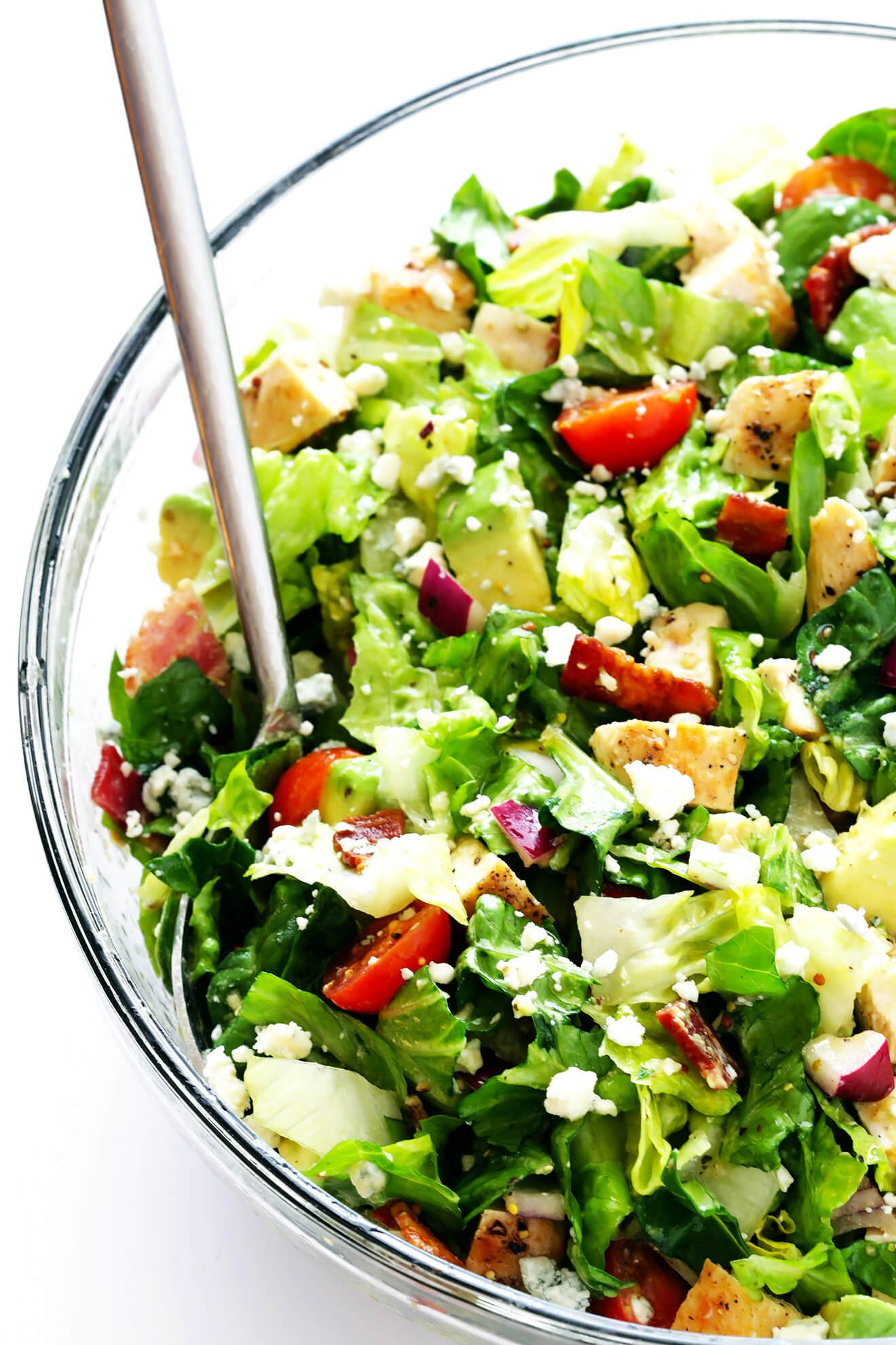 This Chicken, Bacon and Avocado Chopped Salad is tossed with a simple red wine vinaigrette, and tastes so fresh and delicious! | gimmesomeoven.com