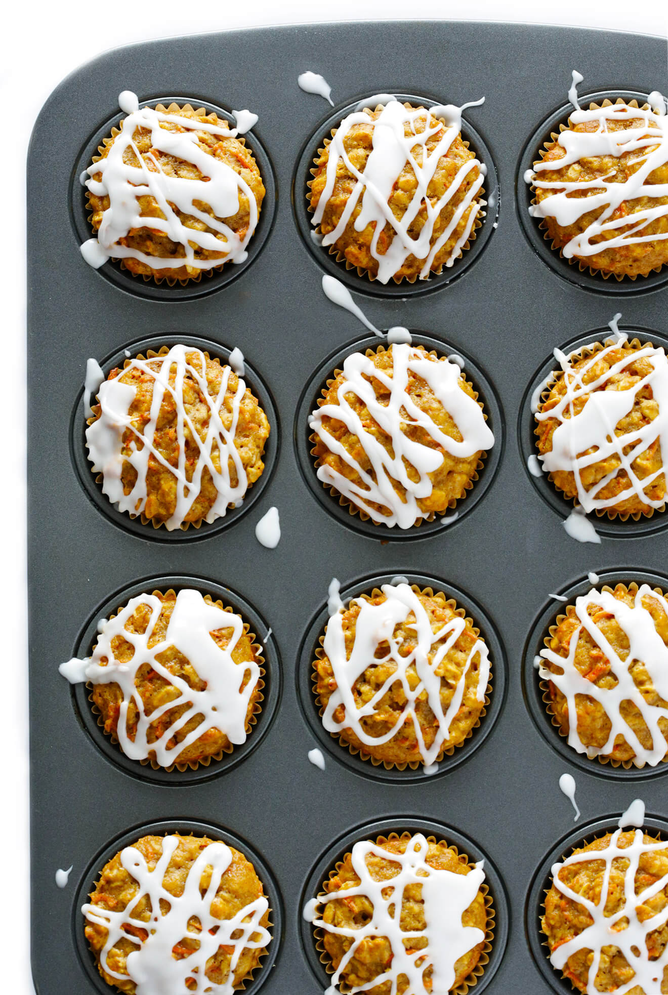 These Wholesome Carrot Muffins are naturally sweetened with honey, and SO delicious! | gimmesomeoven.com