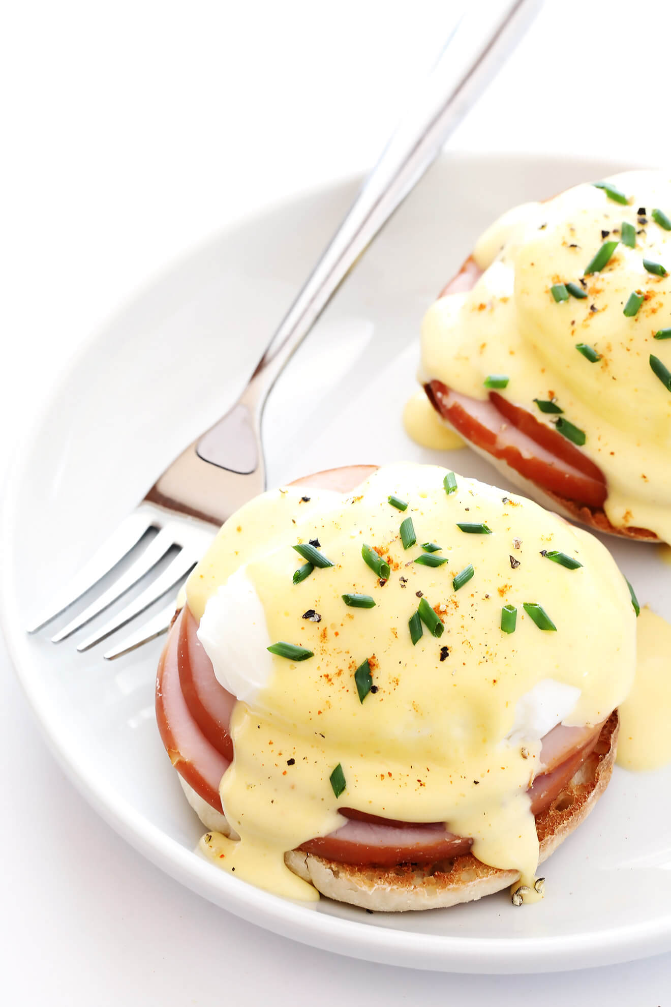 My all-time favorite recipe for classic Eggs Benedict -- made easy with a simple blender Hollandaise sauce and poached eggs. Perfect for breakfast or brunch! | gimmesomeoven.com