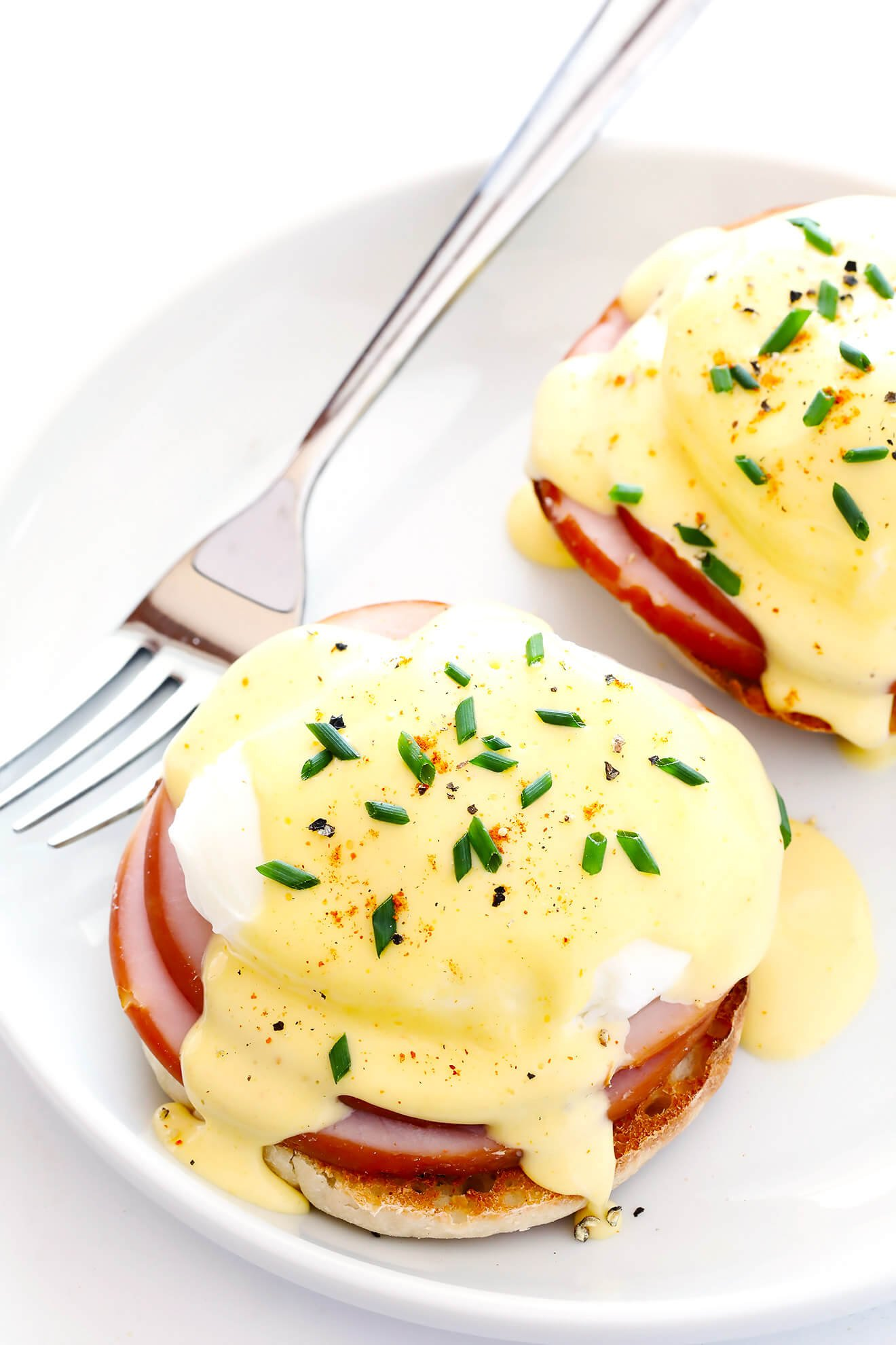 This Blender Hollandaise Sauce recipe is the perfect topping for classic Eggs Benedict! One of my all-time favorite recipes for breakfast or brunch! | gimmesomeoven.com