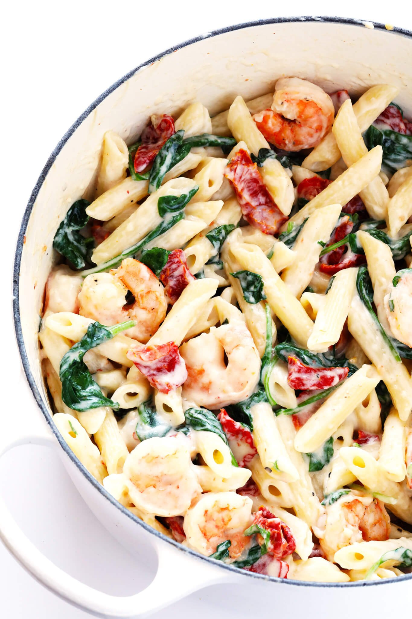 Love, love, love this Creamy Shrimp Florentine Pasta. It's easy to make, and tossed with the most delicious garlic cream sauce. My kind of dinner! | gimmesomeoven.com