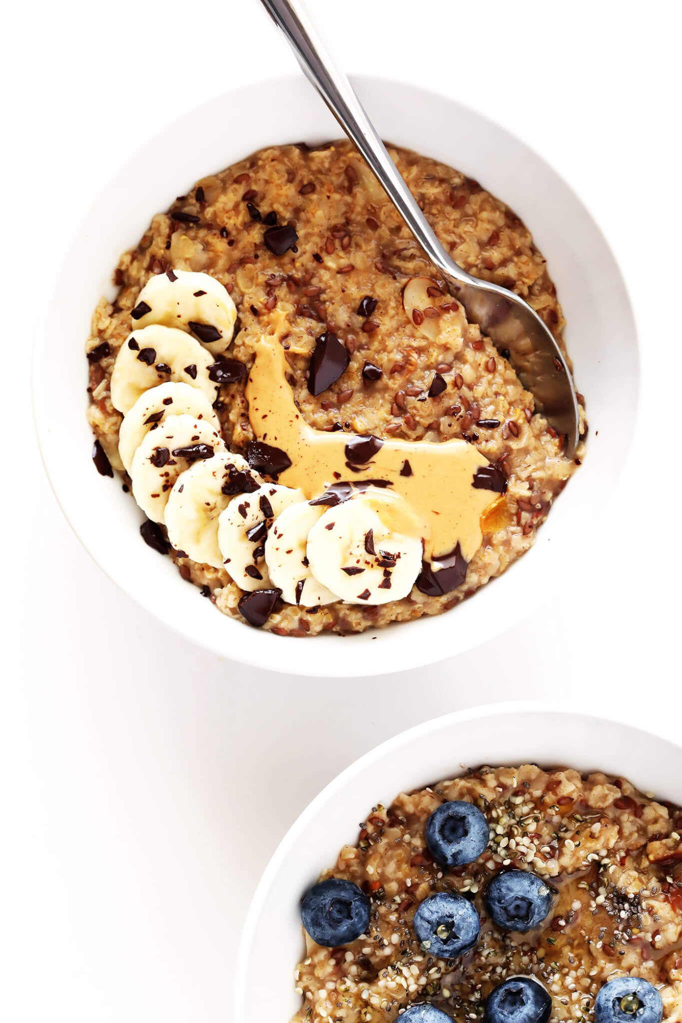 This DIY Instant Oatmeal Mix is super easy to make, and filled with healthier ingredients like nuts, dried fruit, flax, oats and cinnamon. Top yours with bananas, blueberries, peanut butter, chocolate, or whatever sounds good for breakfast! | gimmesomeoven.com