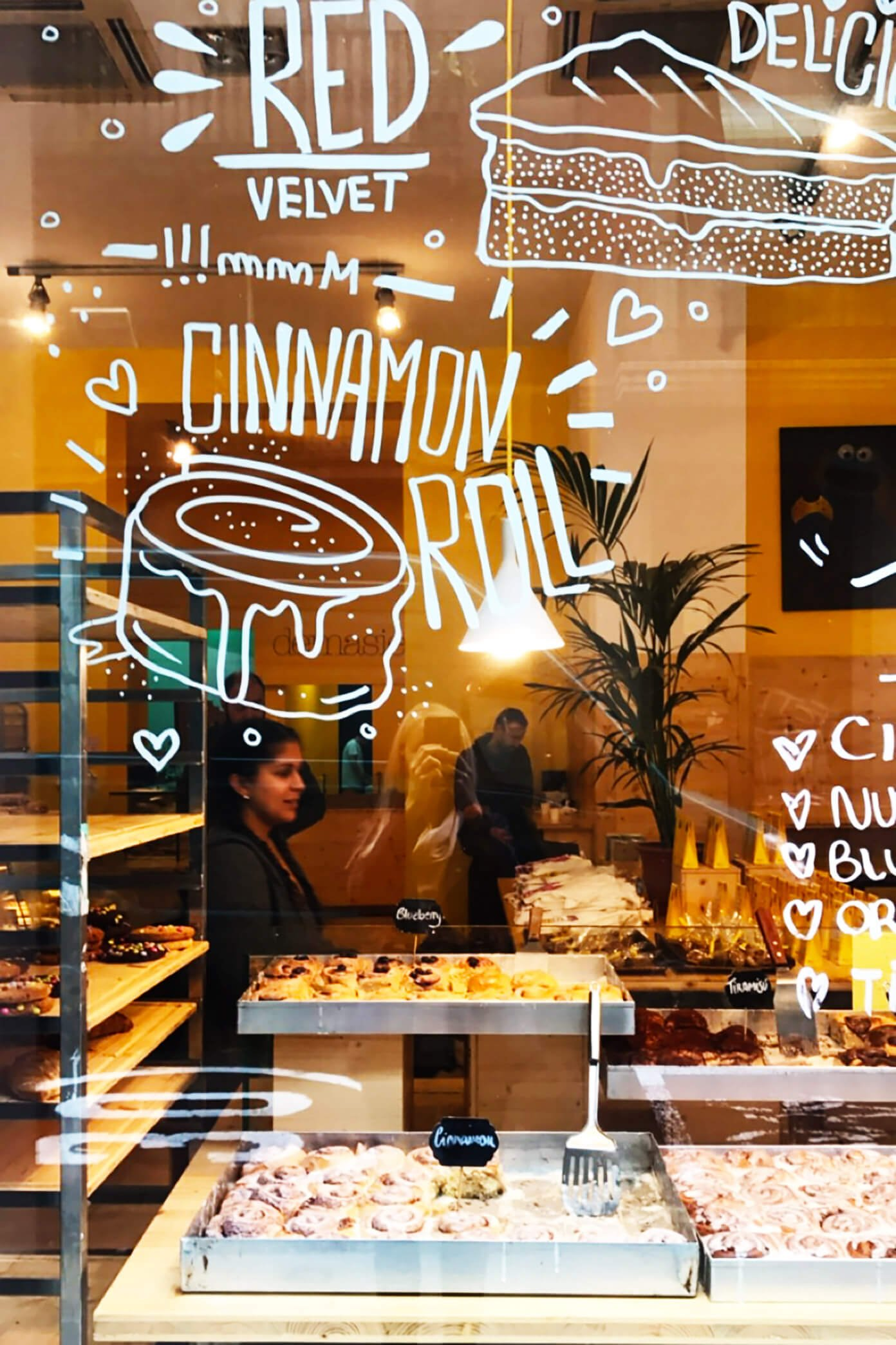 Demasie -- our favorite cinnamon roll shop in Barcelona! | Gimme Some Barcelona Travel Guide