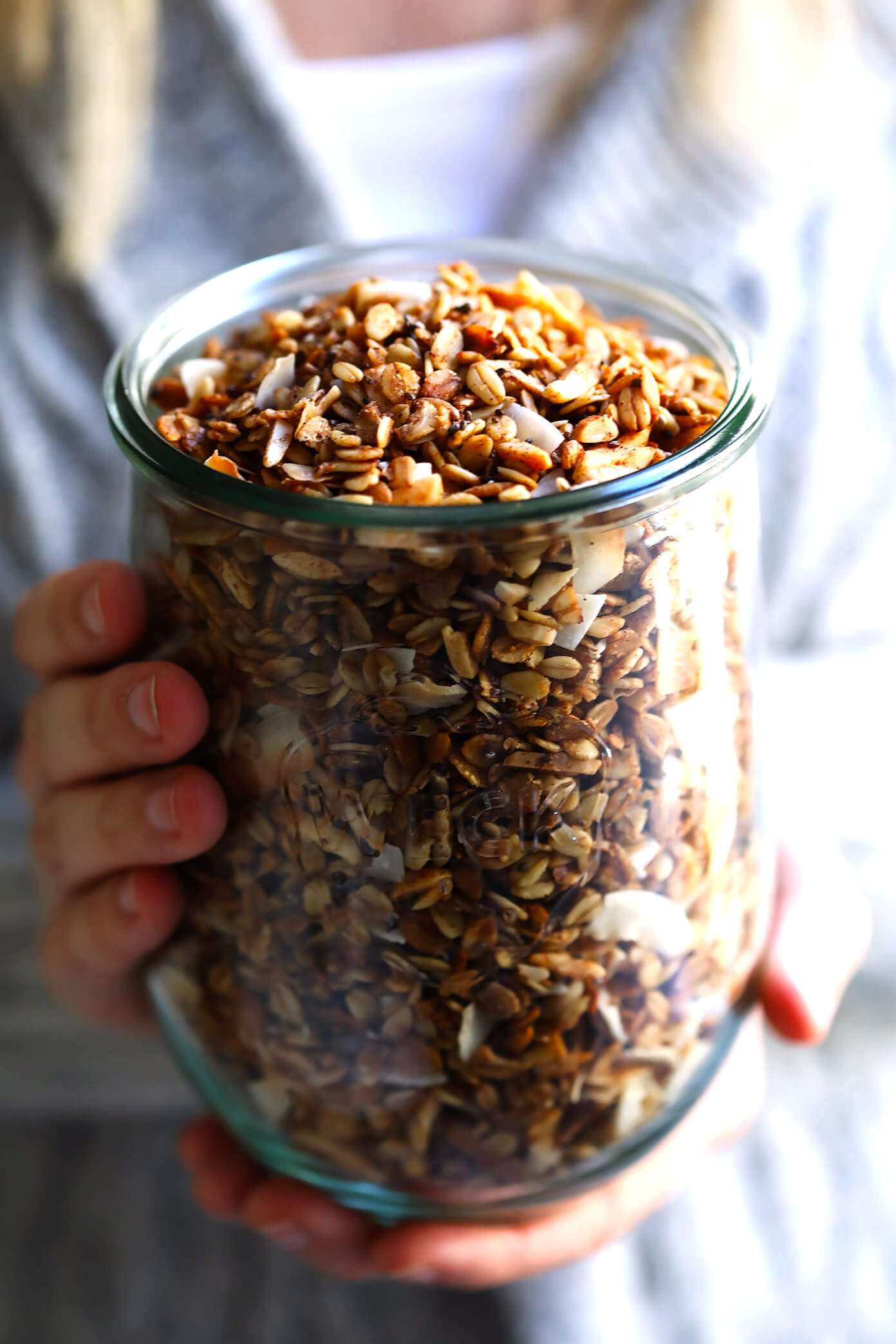 LOVE this healthy homemade granola recipe! It's easy to make, naturally sweetened with (minimal!) maple syrup, it's naturally gluten-free, and SO delicious. Perfect for a healthy breakfast or snack! | Gimme Some Oven #healthy #recipe #cleaneating #glutenfree #vegan
