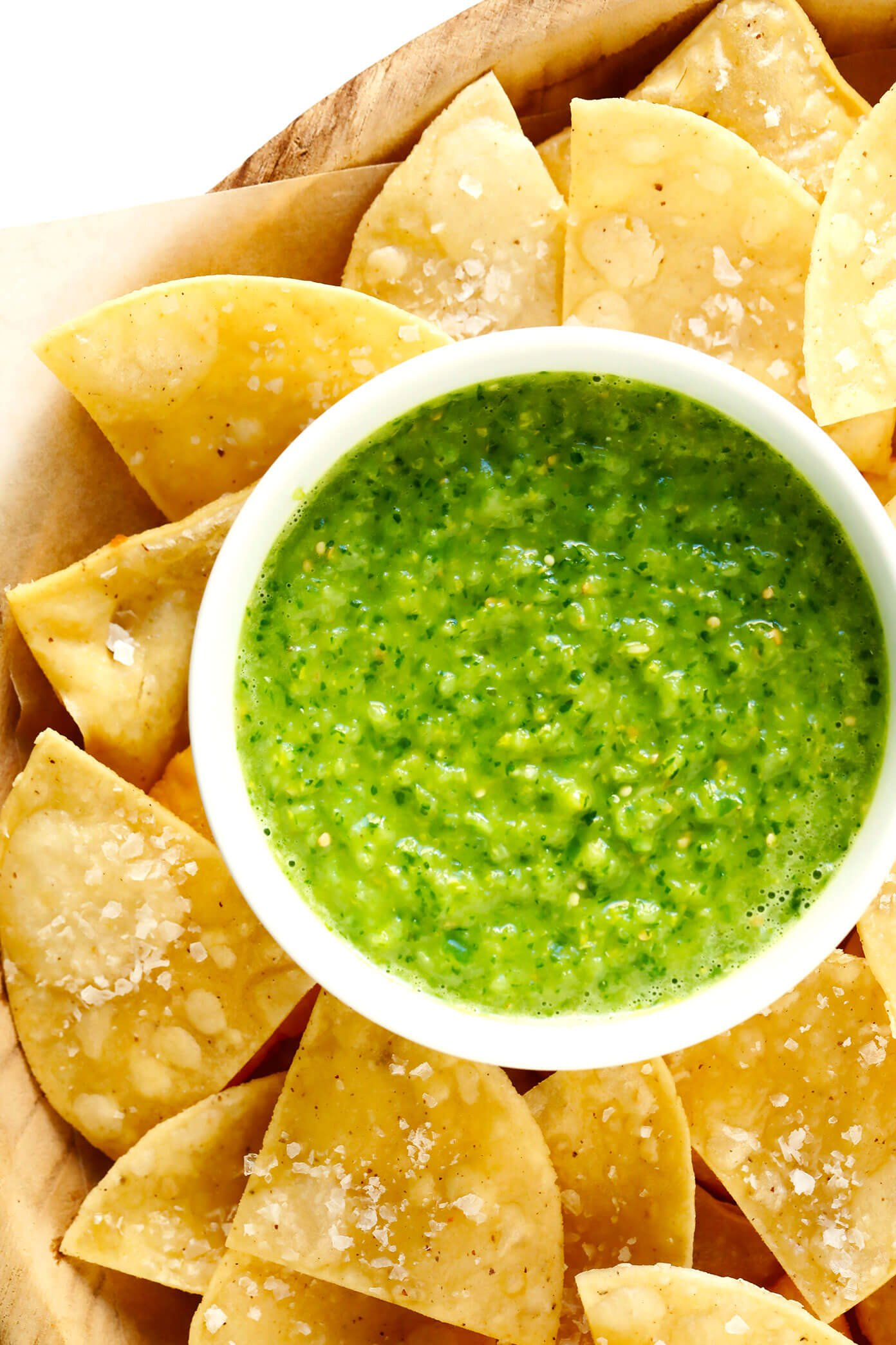 Green Salsa Verde Cruda with Tortilla Chips