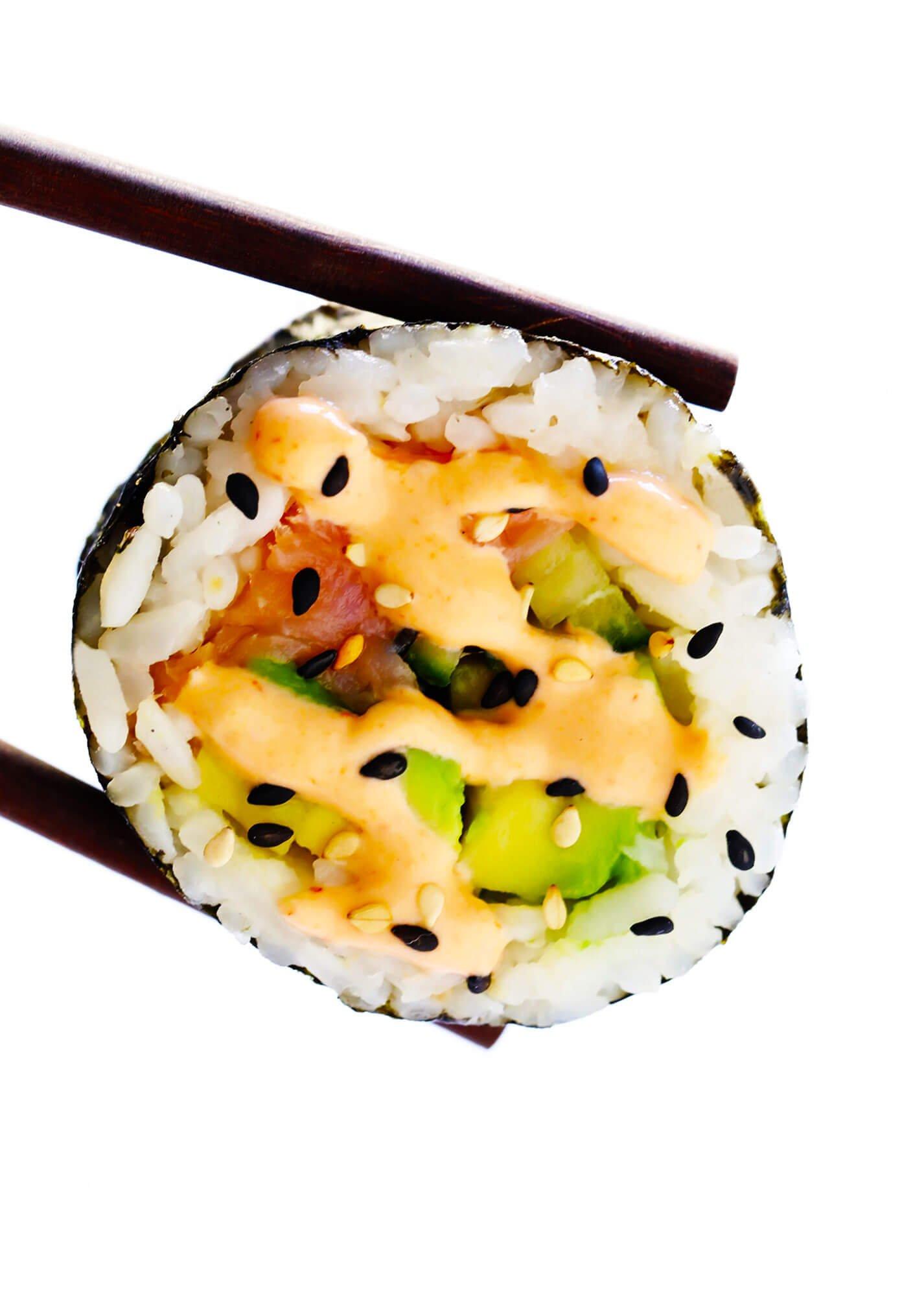 Rolo de Sushi de Abacate com Salmão