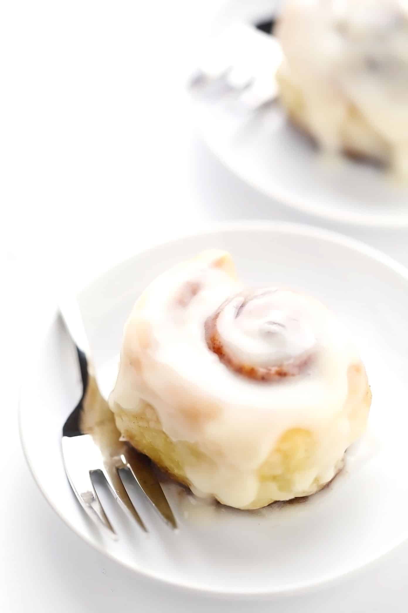 Puff pastry cinnamon rolls on serving plates
