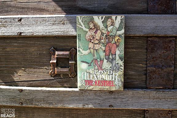 The Kestrel by Lloyd Alexander | gimmesomereads.com