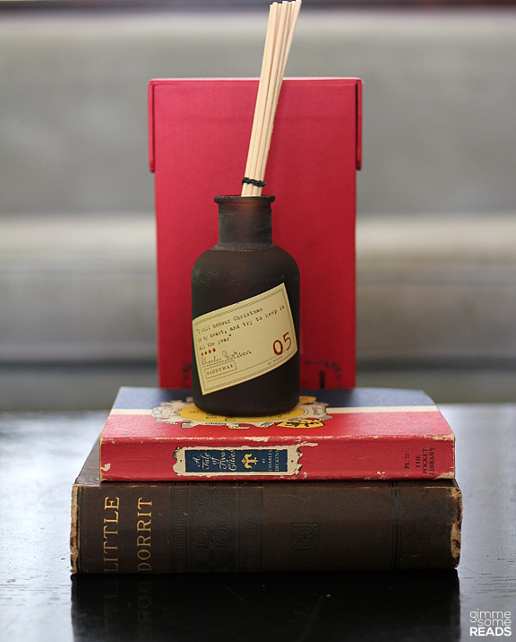 Paddywax diffuser: Charles Dickens | gimmesomereads.com