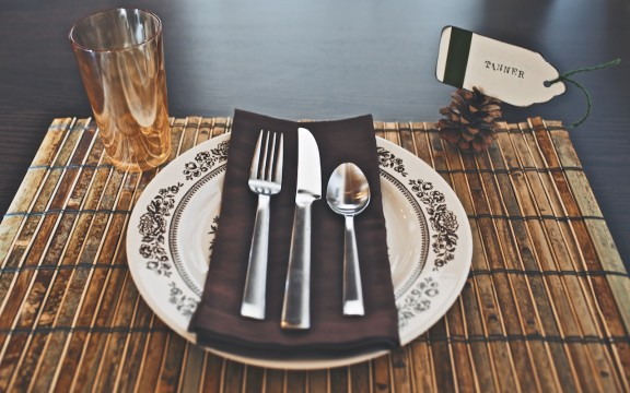 {Thankful Week} Easy Pinecone Placecards | www.gimmesomestyleblog.com