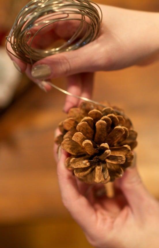 {DIY} Felt Grapevine Wreath | www.gimmesomestyleblog.com