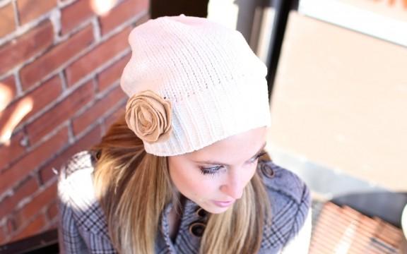 {DIY} Felt Flower Pin | www.gimmesomestyleblog.com #diy
